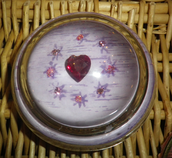 Parcel paperweight heart in stars